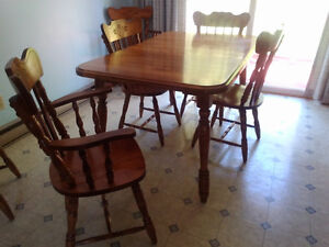 Solid Maple dining set with 6 chairs and hutch