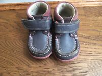 Size 4G baby shoes