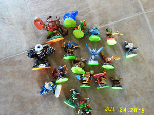 SKYLANDERS LARGE COLLECTION. LIKE NEW CONDITION
