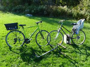 Vends vélos (cannondale et CCM), porte vélo et siége enfant.
