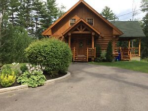 Stunning lakeside log cottage for rent - 2 hours from Montreal