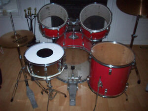 DRUM SET  --  TAMA  -- COMPLETE  KIT