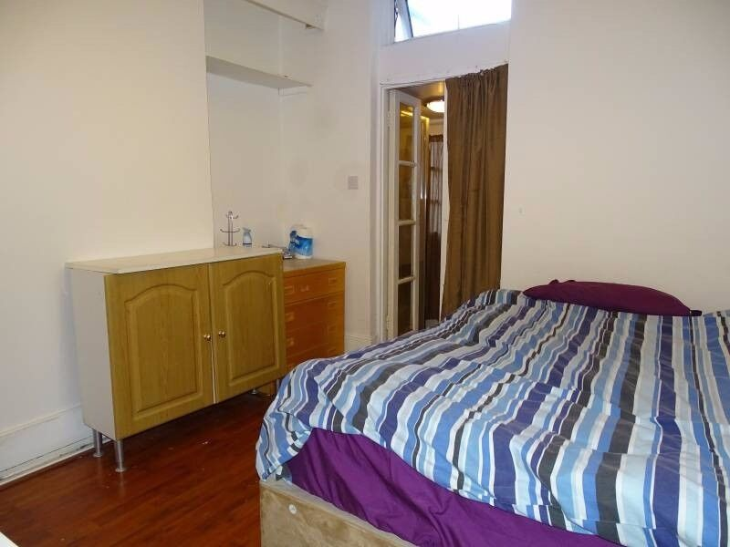 AFFORDABLE DOUBLE ENSUITE ROOM TO RENT IN MILE END, DO NOT MISS IT