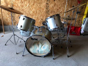 TRAK Pearlescent Drum Kit