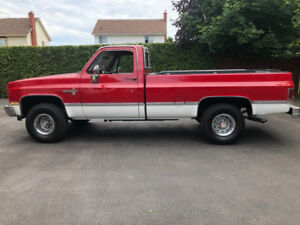 1985  South Carolina Chevrolet K10 Scottsdale 4 x 4 pick up.