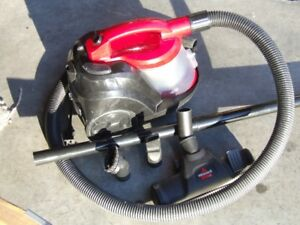 Bissell Zing bagless cannister vacuum cleaner