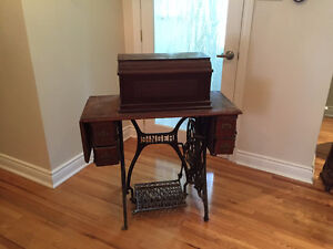 VINTAGE SINGER SEWING MACHINE West Island Greater Montréal image 1
