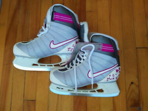 Beaux patins à glace / Beautiful ice skates 40$