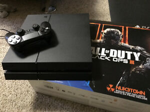 PS4 system 500g with Black Op 3 and controller
