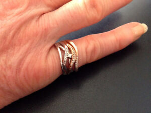 NEW CANADIAN DIAMOND RING 0.I3 CT, 5 WAVE BAND, TWO TONE