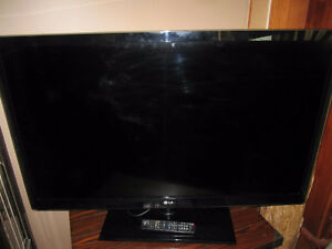 """47"""" LG SMART LED HDTV WITH REMOTE"""