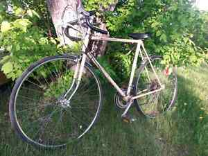 VINTAGE ROAD BIKE READY TO RIDE