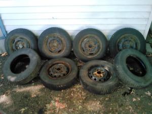 8 pneus et 6 roues en acier 13 po