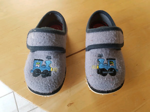 Child's Size 10 slippers
