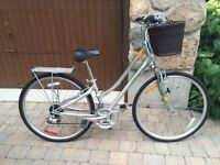 Brand New Giant Bicycle women size XS with basket