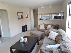 Excellent corner suite with balcony steps to the beach near UBC!