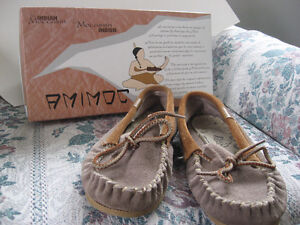 Grey Mocasin shoes-great condition! Size 7