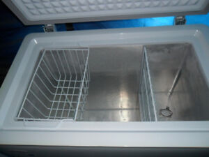 REDUCED>>medium size Deluxe Chest Freezer $125.