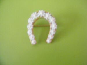 """HORSESHOE/DAISY"" BROOCH. FOR GOOD LUCK?"