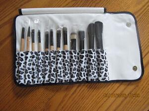 12 Pcs Make-up Cosmetic Toiletry Eyeshadow Powder Brush Set Kit+