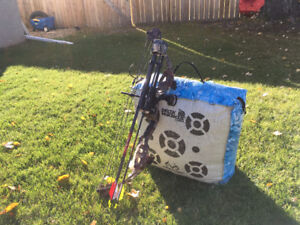Junior Compound Bow with 3 arrows, target, and release (used)