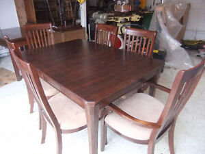 newer solid dining table and 6 chairs in great cond