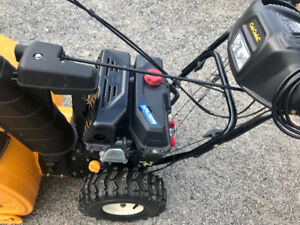 TWO STAGE SNOW BLOWER CUB CADET