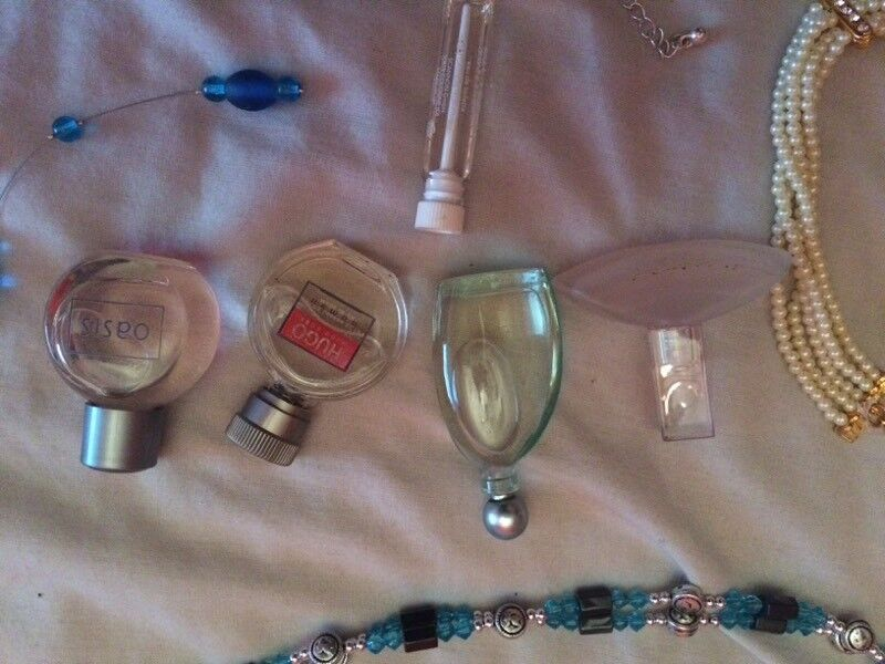 Artificial jewellery and mini fragrances