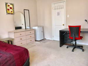 XL ROOM  FOR A FEMALE STUDENT-FURNISHED, PERFECT LOCATION