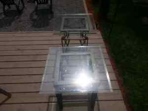 2 glass end tables great Condition.. free from smoke and pets