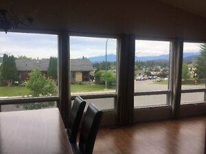 Stunning view-3 bedroom spacious main floor house for rent