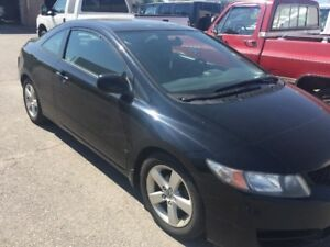 2011 Honda Civic SE , Automatic with Sunroof. Amazing car