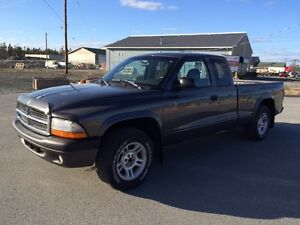 Dodge Dakota Pickup - ONLY 132K!!!!! - Minimal rust, from Quebec
