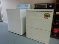 Washer and Dryer (white)/Laveuse et secheuse (blanc)