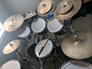 9 pc Pearl Export series with mostly Sabian cymbals.