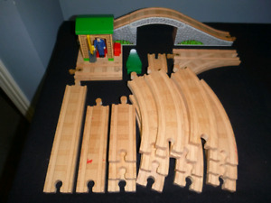 Thomas the Tank Engine Wood Train Tracks Conductors Shed