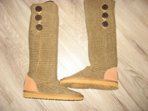 New Classic Cardy Uggs   Size 7