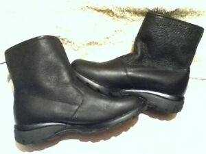 Women's Toe Warmers Canada Winter Boots Size 7 London Ontario image 1