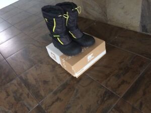 Sorel size 6  youth winter boots  London Ontario image 2
