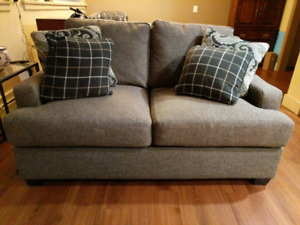 Couch Sofa w/pillows incl. in Great Condition