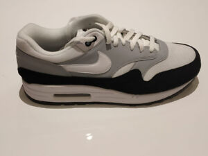 uk availability 904c1 25496 Nike Air Max 1 Wolf Grey White Black Mens Sneaker Size 10 New