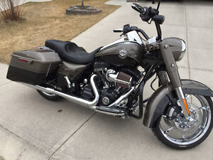 2014 CVO Road King FLHRSE - Private Sale - 2,500 Kms!