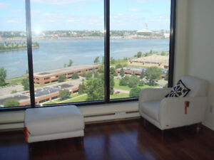 Water front condo 10 min from Downtown