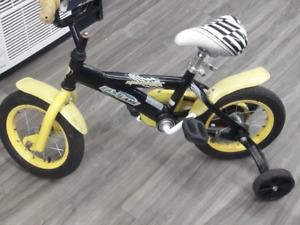 Bicycle pour enfants avec petite roues arriere...