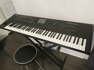 YAMAHA MOTIF XF7 FOR SALE (EXCELLENT CONDITION)