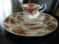 Royal Albert... Old Country Roses (5 piece setting)