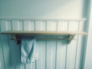 Pine Shelf with Hanging Rod