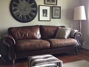 Canapé et causeuse en cuir