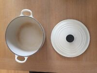 Cast iron Le Creuset pot - 22cm diameter RRP £140