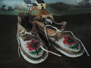 BEADED INDIAN MOCCASINS Windsor Region Ontario image 4